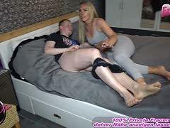 Hausfrau erwischt ihren Sohn und seine sexy blonde Freundin Zara Mendez